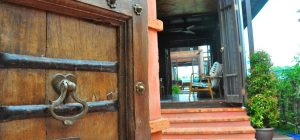 Traditional Thai hospitality Bangkok - Luxury accommodation in a wooden house on a canal