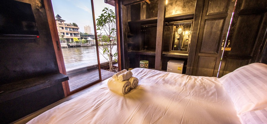 Luxury accommodation in Bangkok - Traditional Thai wooden house